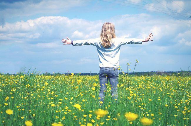 Springtime Spring Flowers Enjoying Life Freedom Girl The Portraitist - 2016 EyeEm Awards