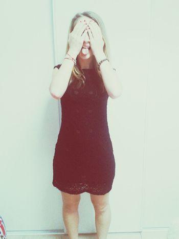 en robe.