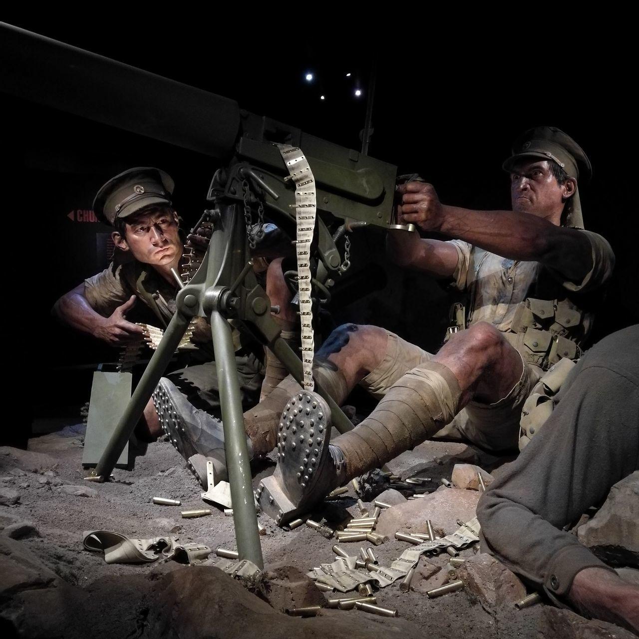 Only Men Night Teamwork Endurance Outdoors Gallipoli Ww1 Lifelike Sculpture War Machine Gun Soldier Museum Exhibition Wellington  New Zealand People Full Length