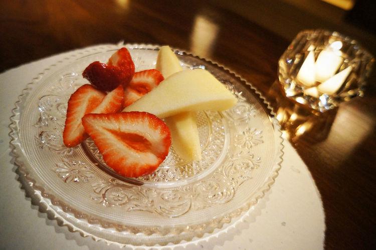 Apple Baccarat Bar Canddle  Dessert Food And Drink Freshness Fruit Indoors  Light Light And Shadow Plate Strawberry Sweet Food Tokyo いちご バカラ バカラBAR バカラバー フルーツ