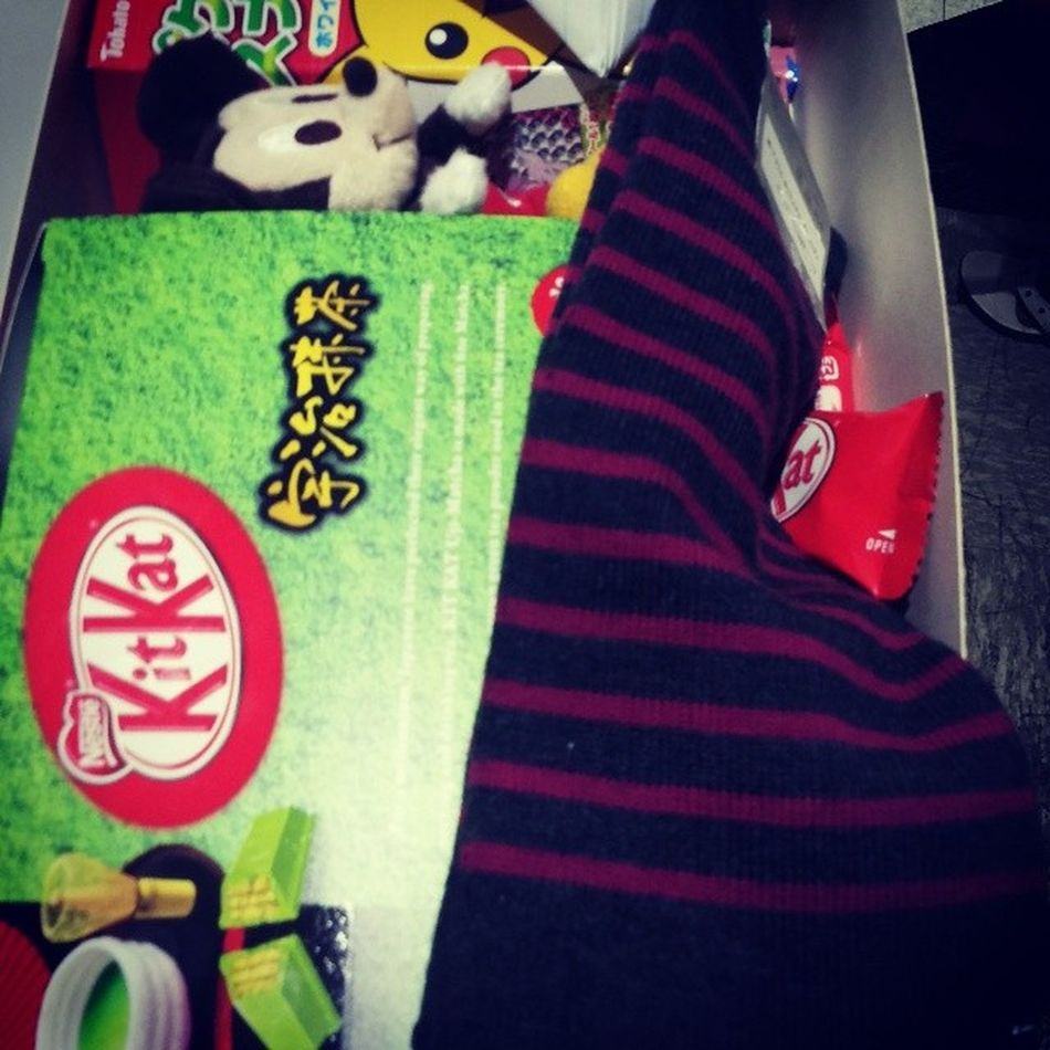 The best valentines day presents so far. :') presents from japan. :') thank u so much. You know who you are. I love the gifts. Thanks for makibg this a valentines ill always remember. ♡ Greenteakitkat Cheesecakekitkat Mickeymouse Pokemonlookingchipthings