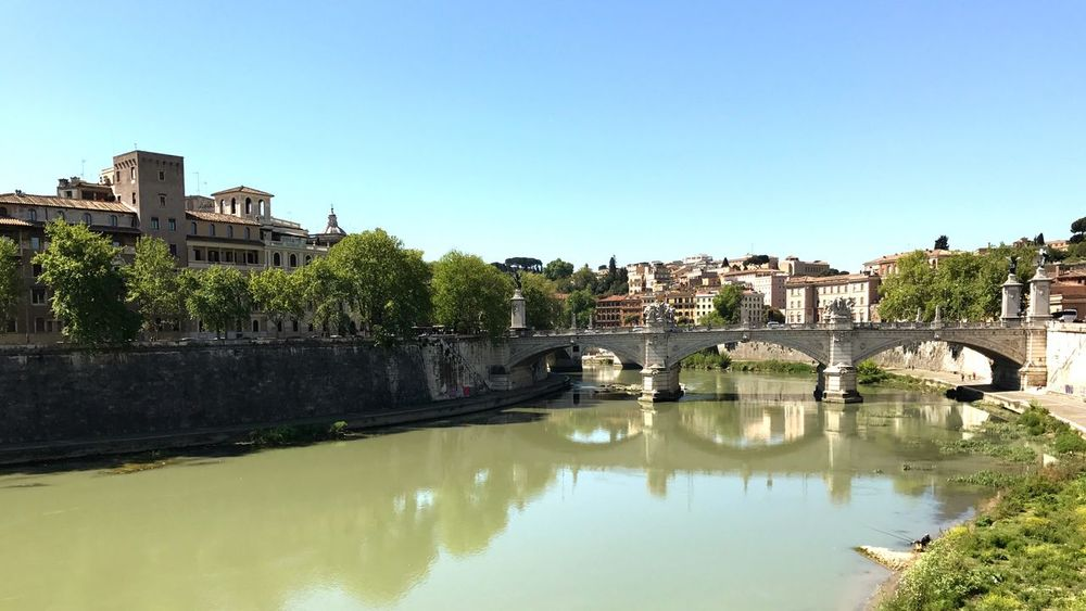 Walking around on a sunny day... Cityscape River Tiber Traveling Italy❤️ Roadtrip