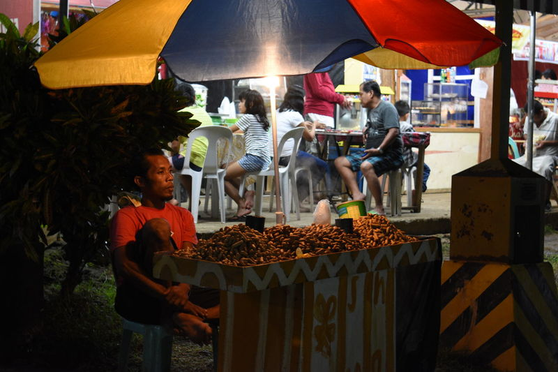 Market Nightphotography Amateurphotography Business Food Food And Drink Freshness Group Of People Market Stall Night Occupation Outdoors People Real People Street Photography Streetphotography Vending Vendor