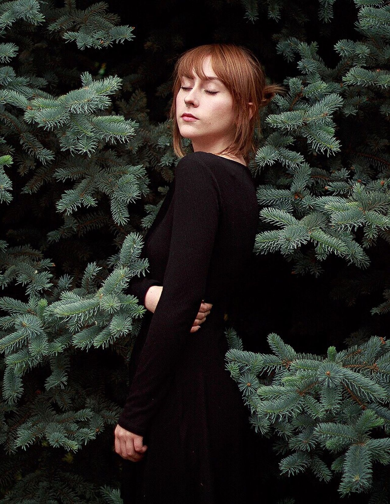 Young Women Person Nature Young Adult Chilena Chile Blomst Standing Beauty Front View Confidence  Outdoors Beautiful People