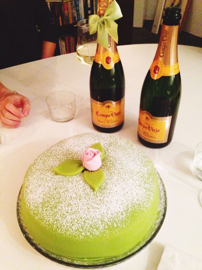 Champagne birthday and lots of cake! Birthday Cake Champagne Hanging Out Friends Moms Birthday Love