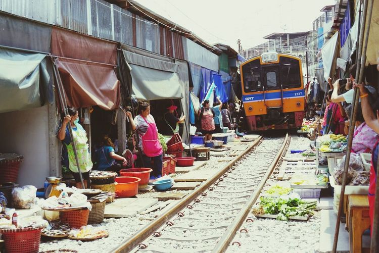 Train is passing through the market Train Train Station Trains Train Platform Trainstation Train Rail Train_of_our_world Train - Vehicle Thailand Photos Thailand Thailandtravel Thailand Love Thailand Is Very Hot Thailand Culture