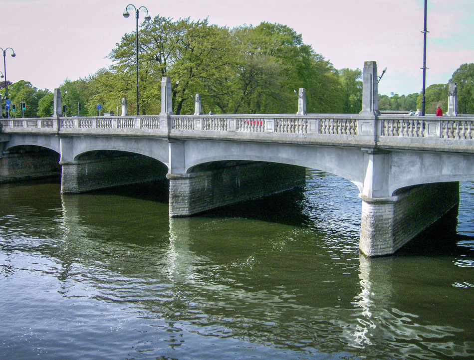 Architecture Bridge Bridge - Man Made Structure Brücke Built Structure Business Finance And Industry Caerdydd Cardiff City Connection Day Galles Gran Bretagna Great Britain Großbritannien No People Outdoors Ponte River Riverbank Sky Travel Destinations Tree Wales Water