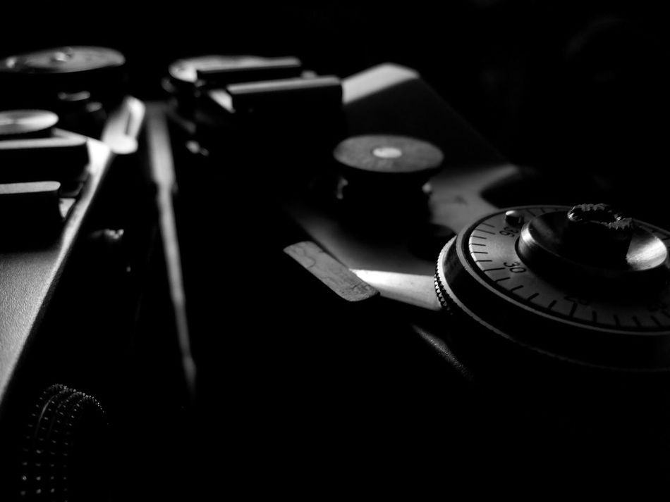 Blackandwhite Bw Camera Cropped Detail Focus On Foreground Old-fashioned Part Of Selective Focus Single Object Studio Shot Technology Vintage камера Чб