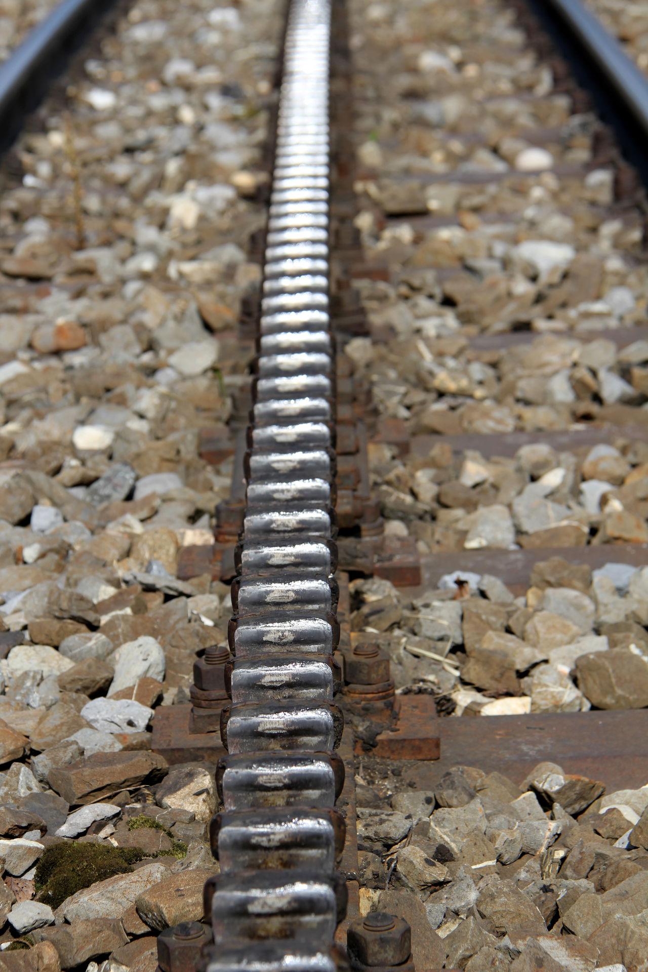 Close-up Day Gleis High Angle View No People Nut - Fastener Outdoors Schienen Schienenersatzverkehr Schienenstrang Schienenverkehr Zahnradbahn Zahnstange