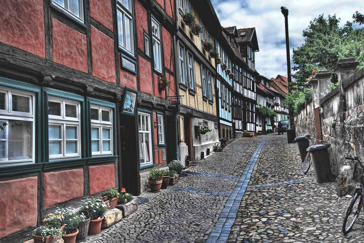 Alley Architecture Building Building Exterior Built Structure City City Life Day Germany Photos Outdoors Residential Building Residential District Residential Structure Sachsen-Anhalt Street Town Tudor City Tudor House