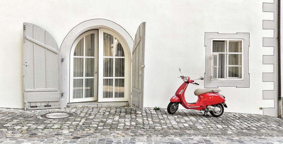 Flair 😁 Arcitecture Arcitecture Detail Façade Old Architecture Cobblestones Cobblestone Streets History Summer Moments 100 Days Of Summer Scooter Scooteraphy Red Outdoors No People Copy Space Travel Destinations Flair Windows Window Frame Old Town Konstanz Motorcycle Transportation Tranquil Scene Day The Week On EyeEm