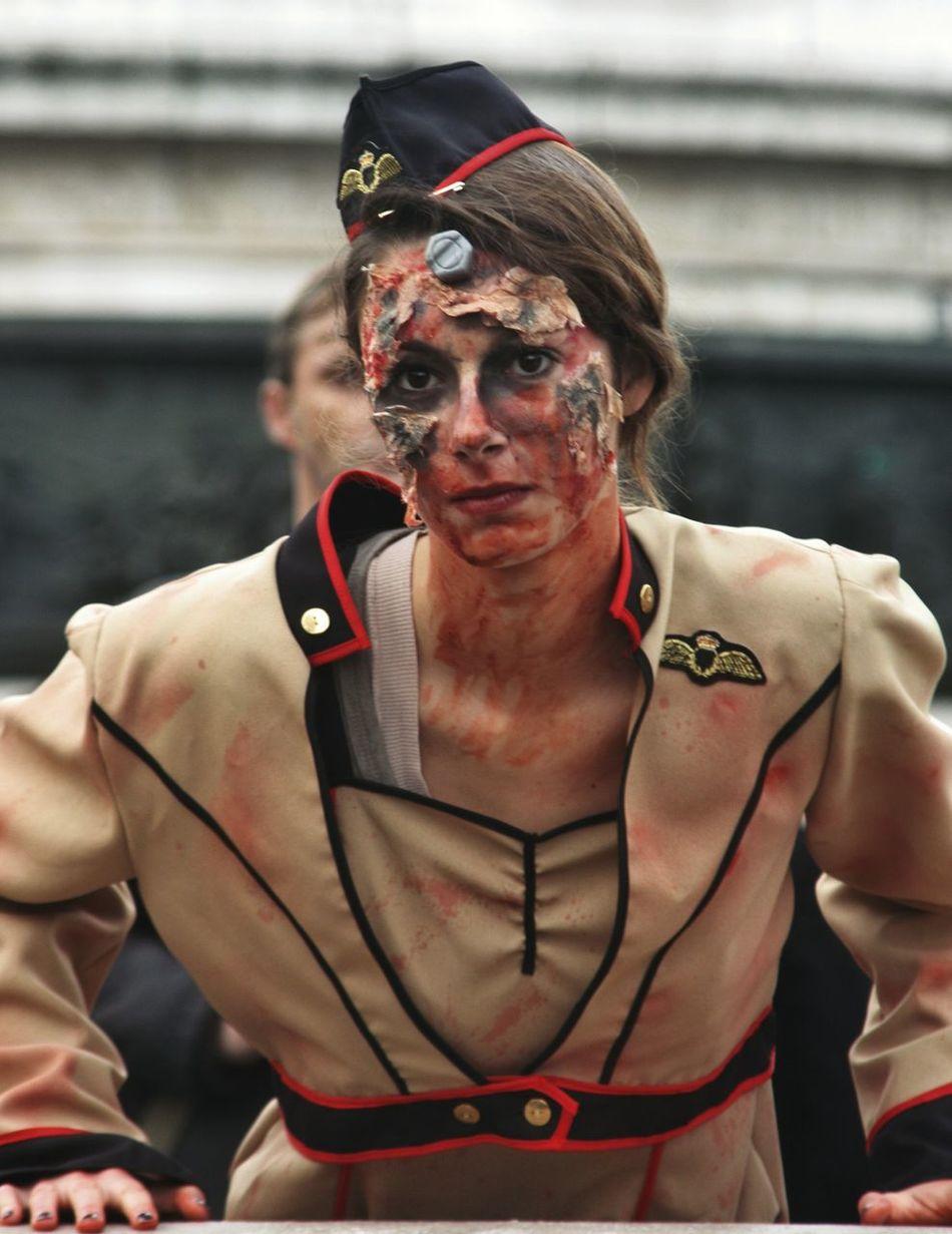 Ah tu veux la guerre! Zombiewalk Paris 2014 Zombiegirl  Zombiewalk