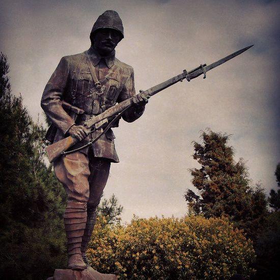 Turkey çanakkale Gelibolu Anıt soldier bronze protective savaş ne hissettirir o şartlarda?