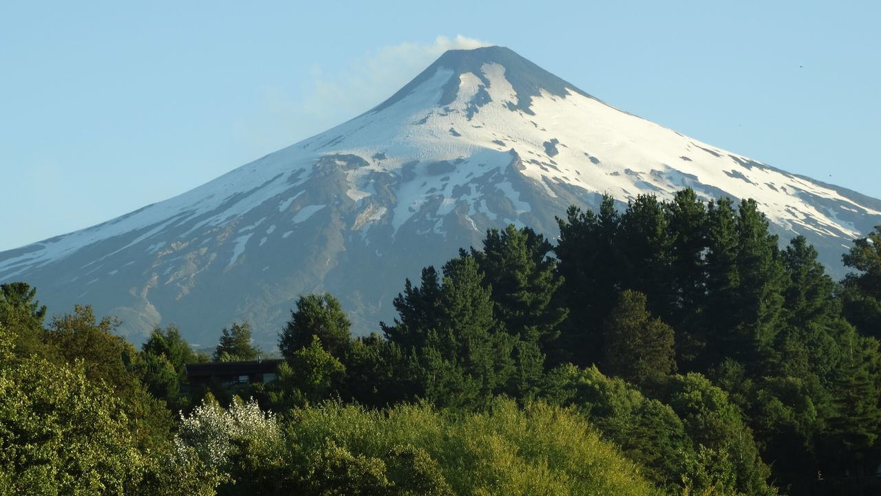 Volcano Villarrica Volcano Villarrica Volcano Villarrica Chile Amazing View Flower Photography Beautiful Day Beautiful Place Flores Beautiful View Beautiful Trekking Summer2016 Chile♥ TrekkingDay Sky Outdoors Bikes Volcanoeslover