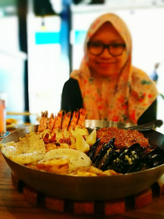"""old timer always says """"happy wife happy life"""".. well.. this is it. Hanging Out Seafoods Platters Malaysia Usj 20"""