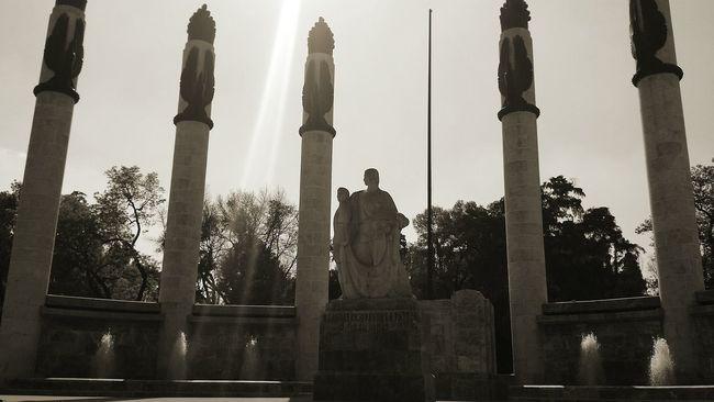 Light And Shadow Architecture Historical Monuments Monumentoslosninosheroes Bosque De Chapultepec México @theblackguy4u