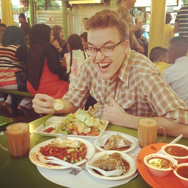 The crazy bule from chicago enjoying mamak food!
