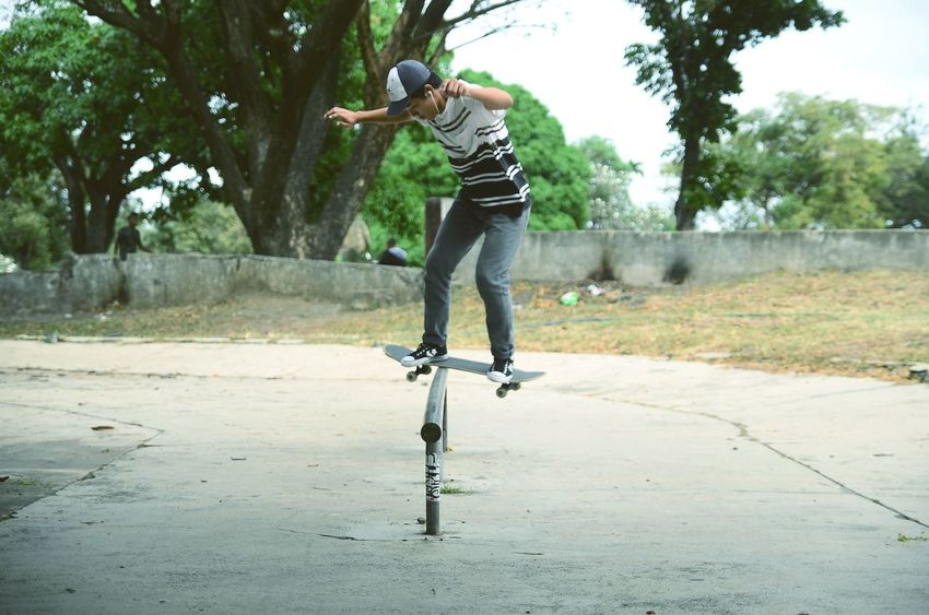 Enjoying Life Free Time Skateboard Skateboarding Sport Sport In The City Young Men Young Wild And Free