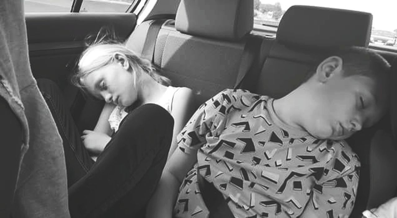 Traveling Home For The Holidays Two People Journey Tiredbuthappy Sleepingbeauty Cousins ❤