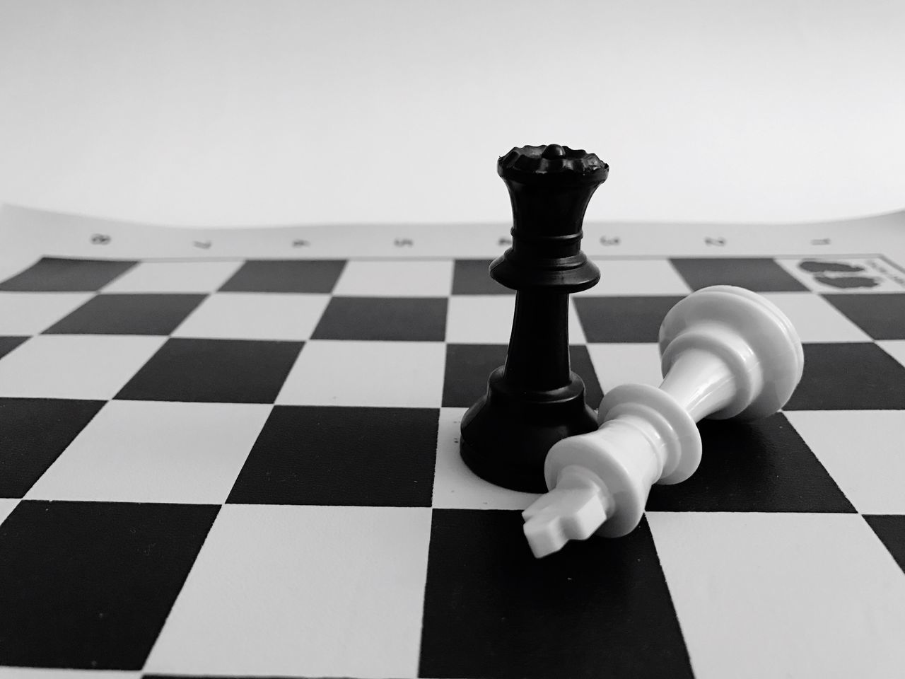 Chess Chess Piece Chess Board Leisure Games King - Chess Piece Strategy Black Color No People Competition Queen - Chess Piece Knight - Chess Piece Iq Pasttime Two Players Match One On One Move Checkmate Check Black And White Blackandwhite Black & White Black And White Photography Blackandwhite Photography Blackandwhitephotography