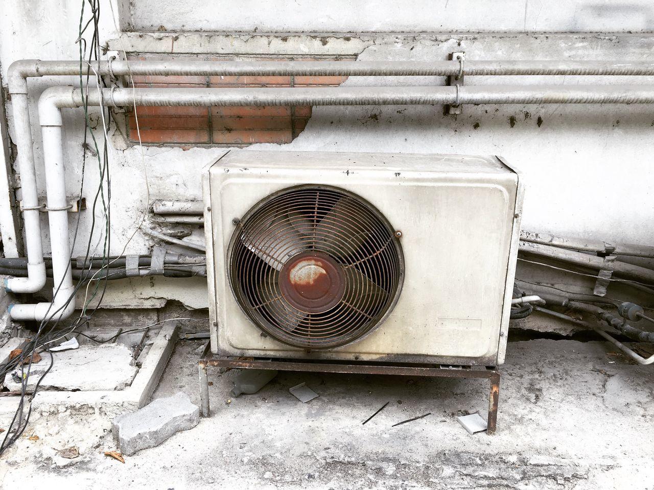 เก่าแก่แต่ยังใช้งาน เก่าแต่เก่ง Compressor Sad Sad & Lonely Compressor Unit Air Conditioner