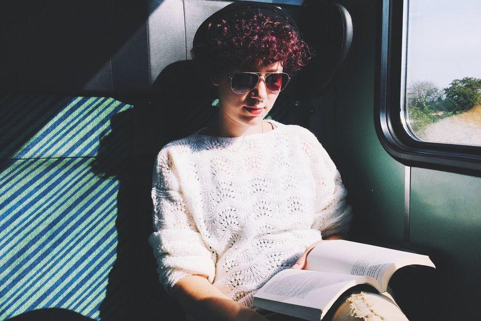 Beautiful stock photos of bahn, 20-24 Years, Book, Caucasian Ethnicity, Confidence