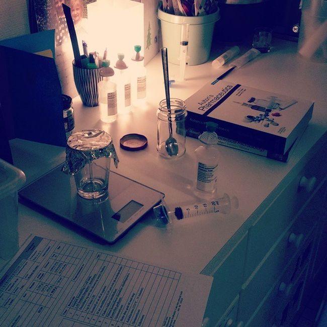 Hjemmekontor før eksamen 😷 Farmaliv Studentliv
