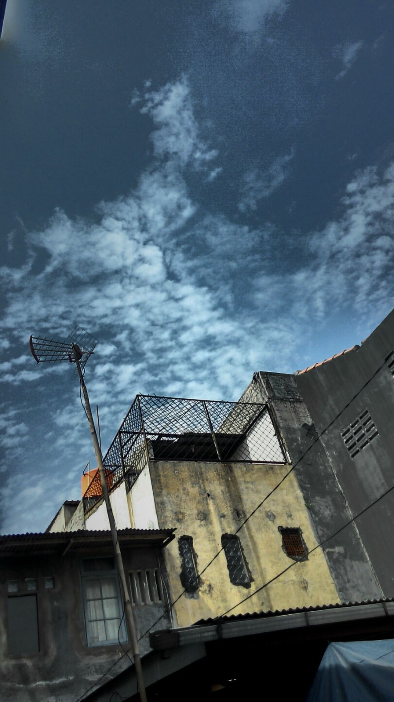 Sky Skylovers Building Buildings Building And Sky EyeEm Nature Lover Eyem Best Shots The Moment - 2015 EyeEm Awards The Architect - 2015 EyeEm Awards My Best Photo 2015