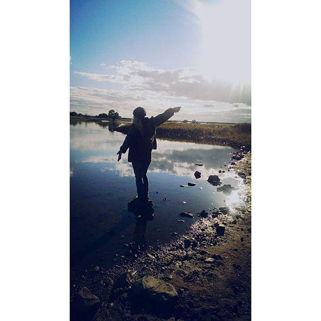 Der Mensch ist die dümmste Spezies. Er verehrt einen unsichtbaren Gott und tötet eine sichtbare Natur, ohne zu wissen, dass die Natur die er tötet , der unsichtbare Gott ist, die er verehrt. THIS ...🌾⛅🌍 Elbe Längsterlongdring Stillewassersindnichttiefsondernohnekohlensäure Ihridioten Skyaboveme Earthbelowme Bisschennatur Bisschenspielenmit Lisa POTD Skyporn Klärchen Wittenberge Girl Instamoment Sticksandstones Water Ausblickwarschönundso Outdoorphotography Fotografia Insta Yesterdayevening