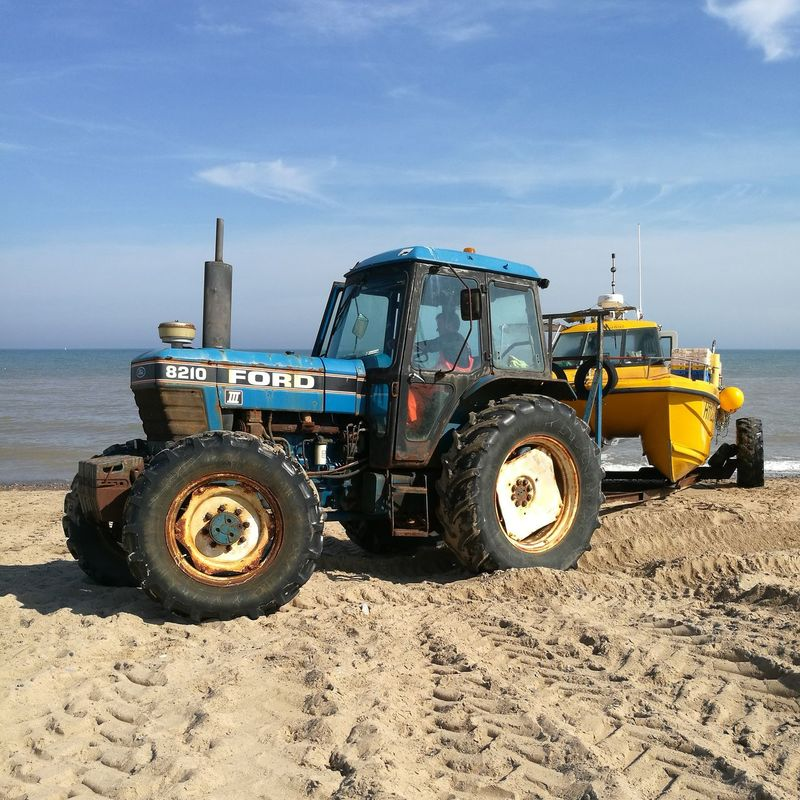 Beach Tractor Fishing Boat Fishing Industry Ford Fordtractor Hornsea Beach