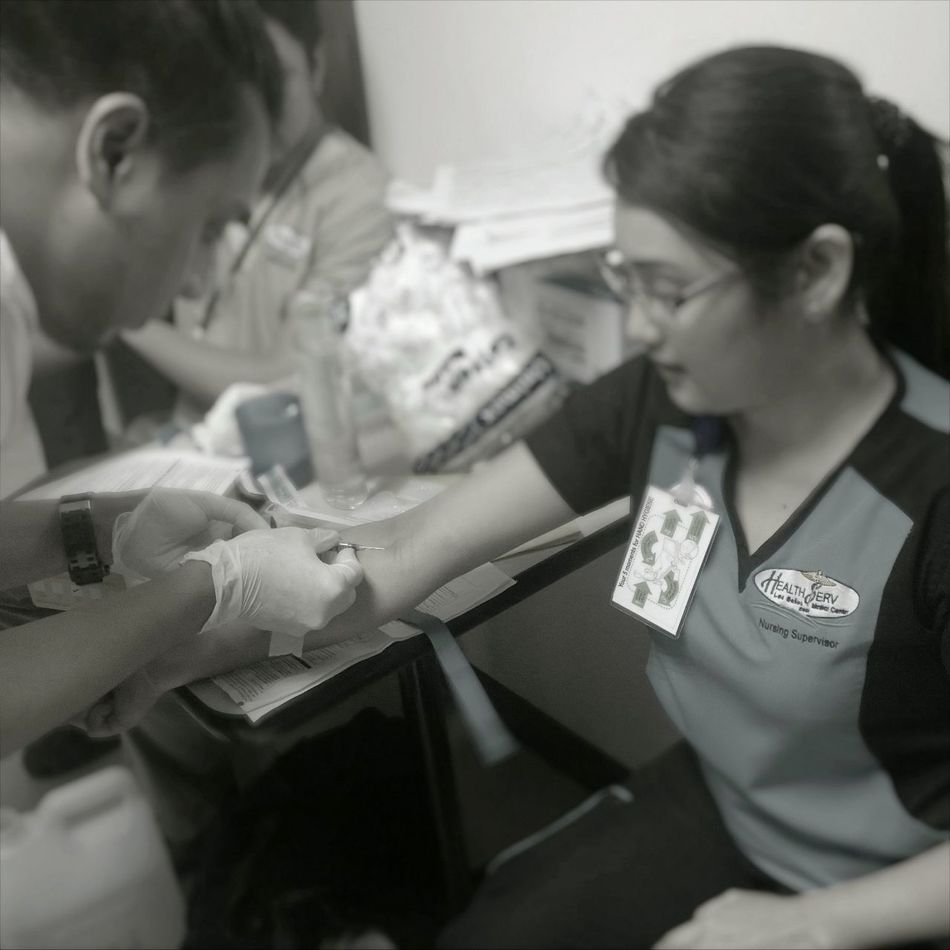 Blood Test Casual Clothing Focus On Foreground Headshot Hiv Laboratory Test Leisure Activity Lifestyles Needle Smart Phone Wireless Technology