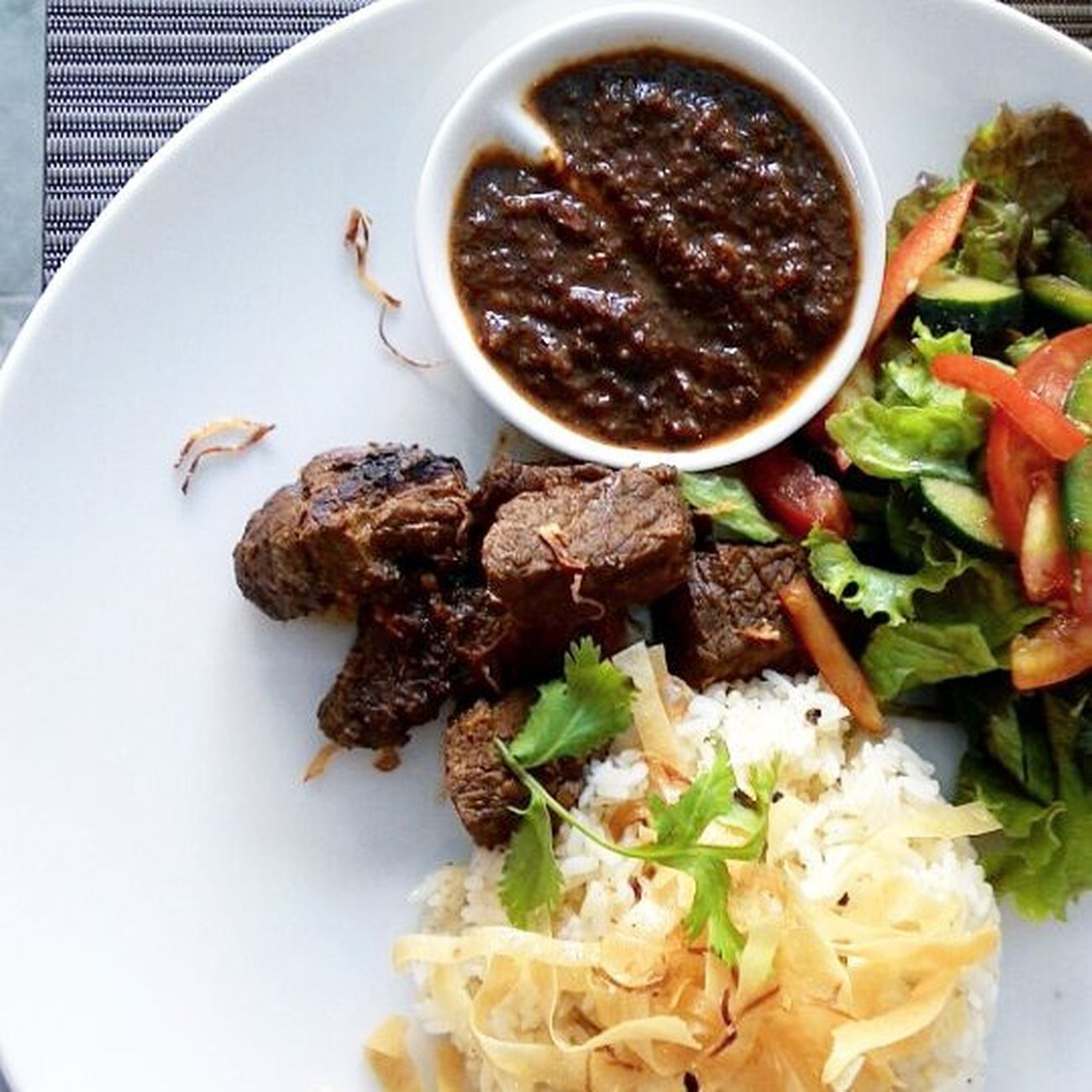 Bon appetit! Lunch Fourpoints Indonesiantaste Beefrendang rendang sapi beefstew spices happytummy yummy localtaste culinary kuliner goodfood foodie salads taste sauce indonesianfood menu foodporn food foodphoto Kuta Bali Indonesia