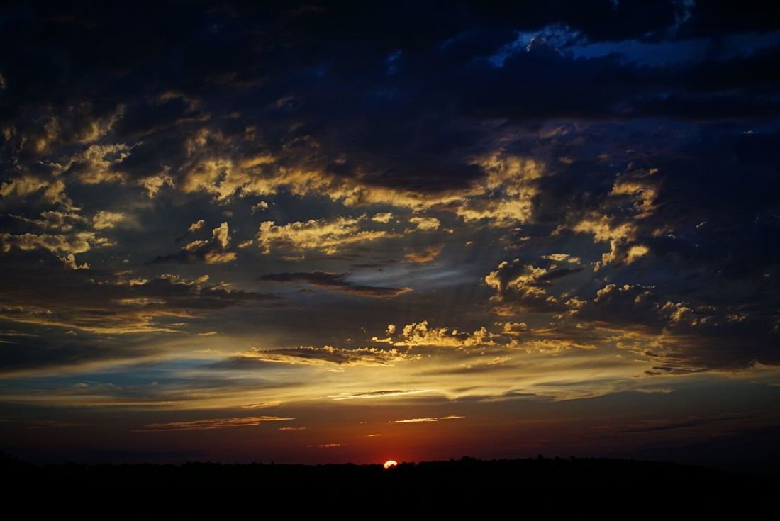 trying something a little different than my usual White Balance My Favorite Photo Sunset Sunset_collection Sunset And Clouds  Sunset Porn Clouds And Sky Clouds Cloudporn Cloud_collection  Cloud Porn Cloud Horizon Here Belongs To Me Sky Skyporn Nature_ Collection  Colors Of Nature Nature Natures Diversities Nature Lover EyeEm Nature Lover The Essence Of Summer Sunsetporn Sunsets