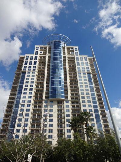 Blue Sky White Clouds Building Trees Cielo Azul Y Nubes Edificio Arboles