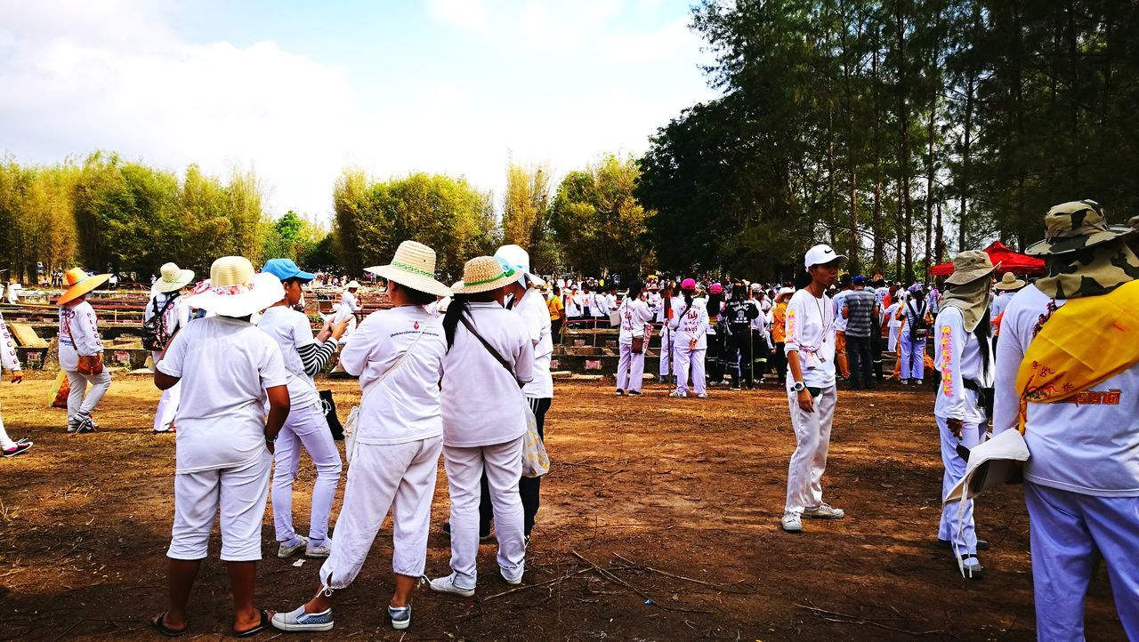 large group of people, real people, tree, uniform, men, field, celebration, tradition, marching band, day, outdoors, togetherness, musician, standing, ceremony, performance, military uniform, lifestyles, full length, sky, people