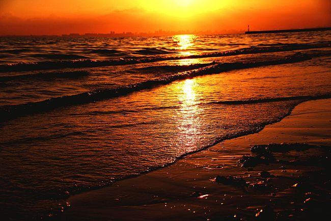 想い出の場所で見た夕焼け。あなたにも届きましたか? Sunset あなたがいるソラ 幕張の浜 夕焼け小焼け Sky Japan あいたい ゆうやけこやけ