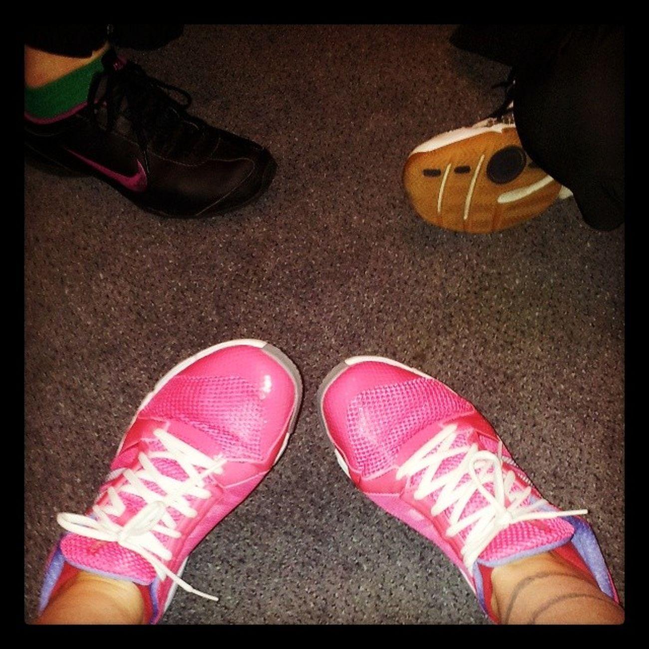 Festes Schuhwerk beim Sport Sportschuhe pink Spaß