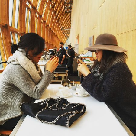 Toronto Canada RoyalOntarioMuseum Girls Onphones Phones Dining Table Cafe Girls Hat Asian  Art ArtWork Museum Familyday