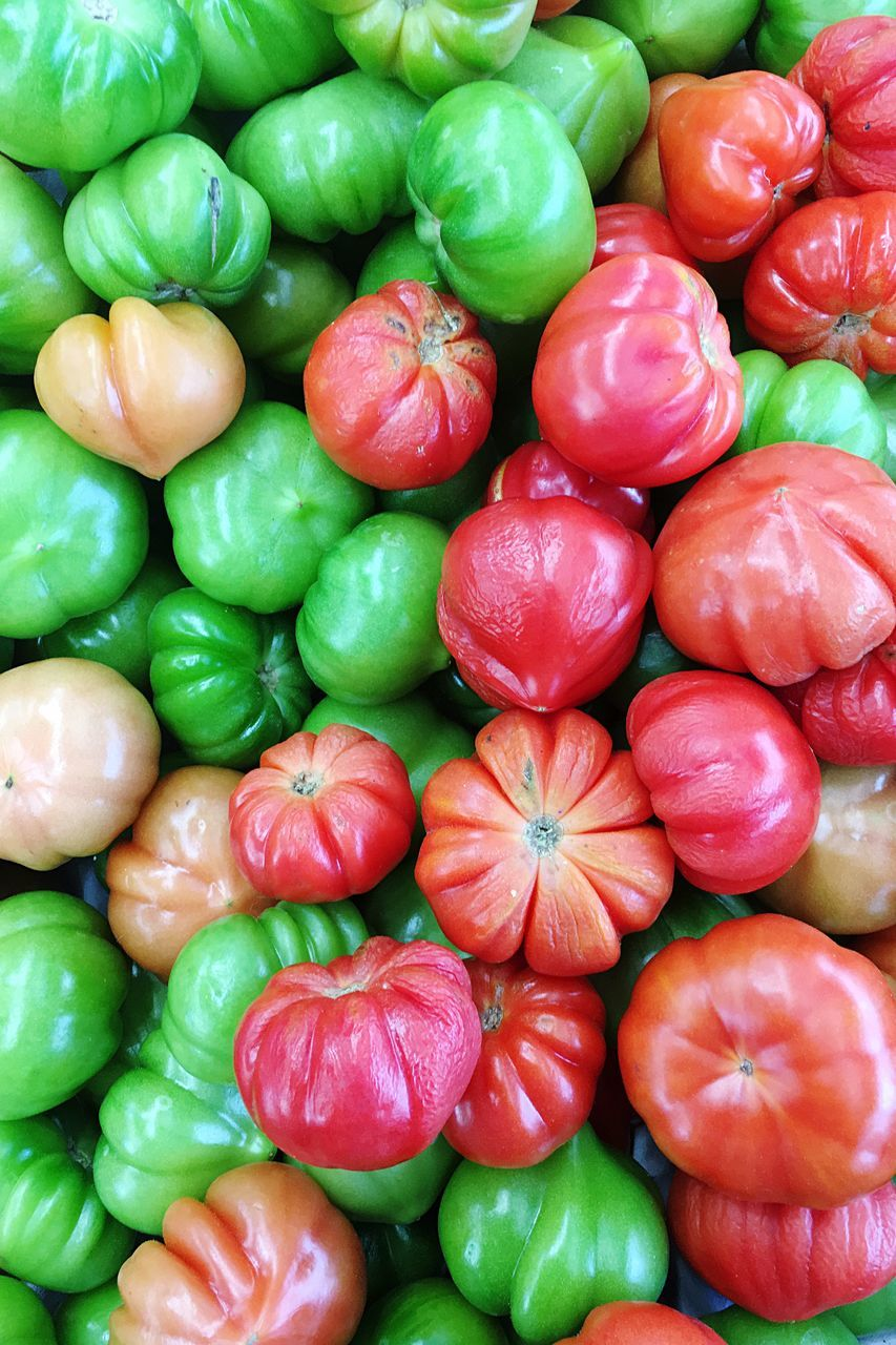 Full Frame Shot Of Heirloom Tomatoes At Market