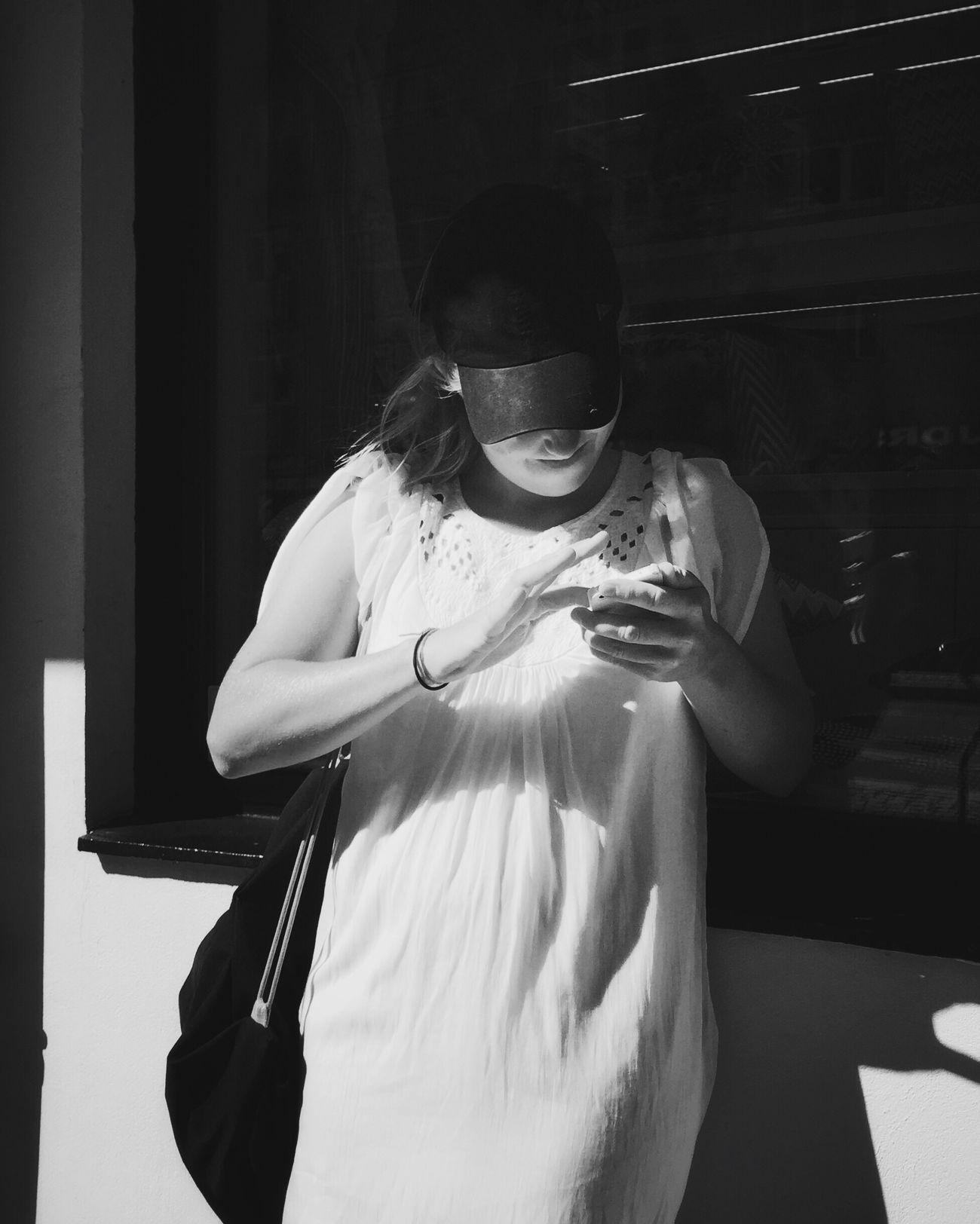In depth • #oslostreets #streetphotography #mobilephotography #howardography #fotografhavardstorvestre #mobiography #streetbwcolor #streetsofoslo #gatefoto #gatefotografi