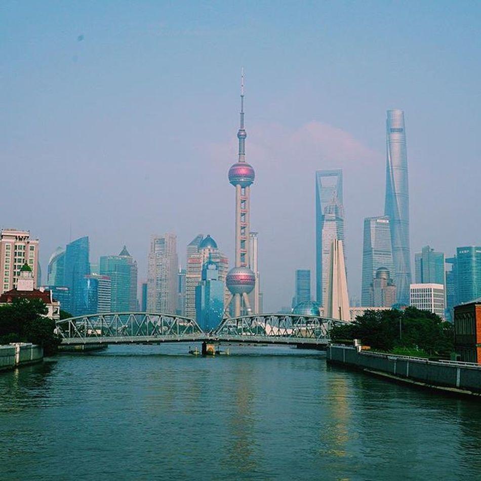 To my surprise, I fell in love again today. Arcticmonkeys Areyoumine Shanghaibund