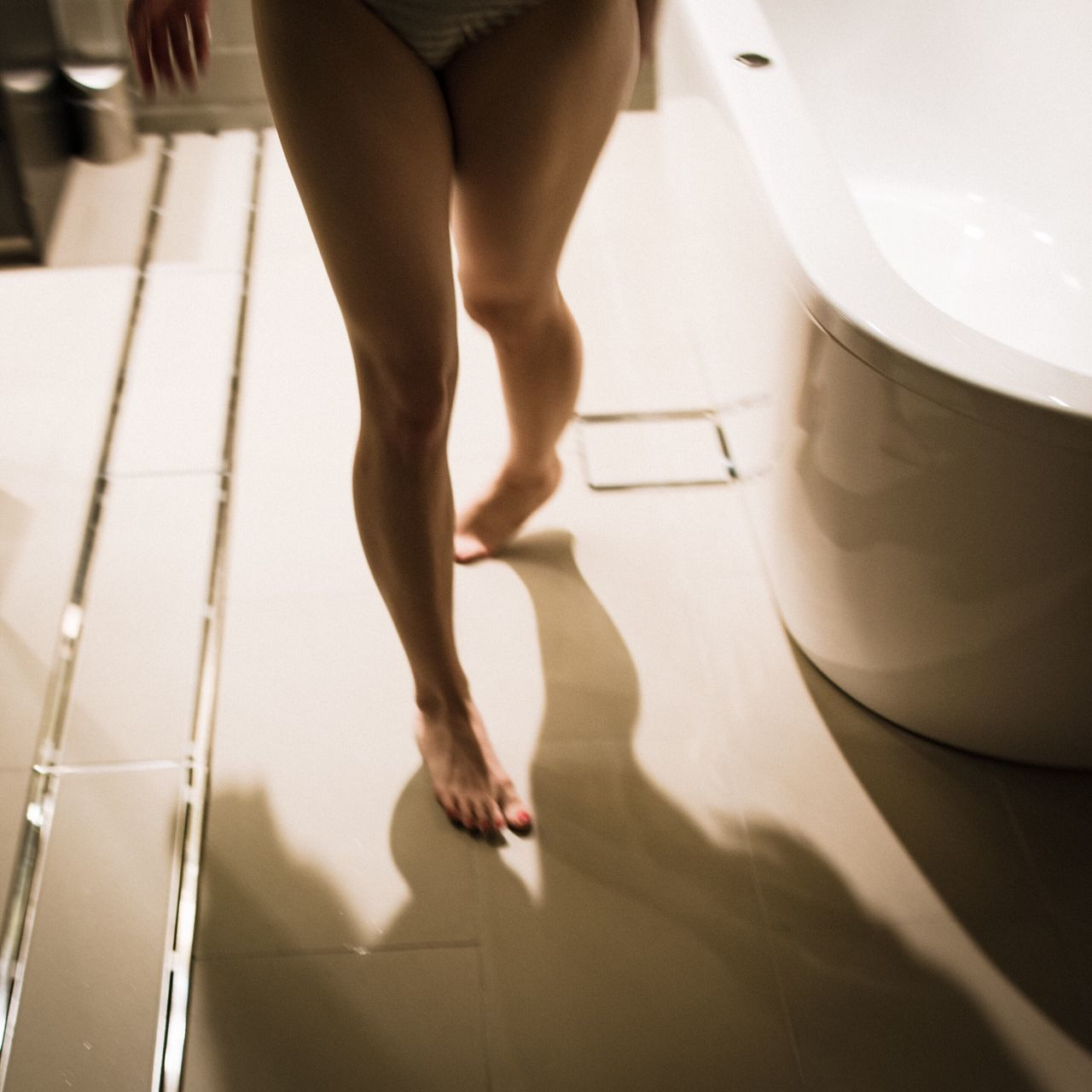 Portrait Model Fashion Photorhythm Light And Shadow Life Bathroom Legs