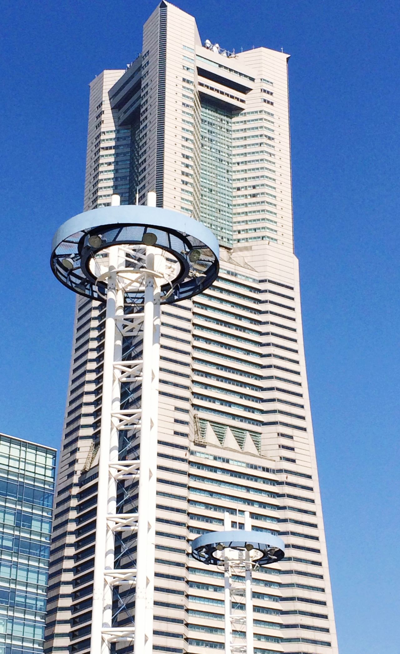 Aweekago I was in Sakuragicho Yokohama in front of Landmarktower 桜木町 横浜 横浜ランドマークタワー Underthebluesky