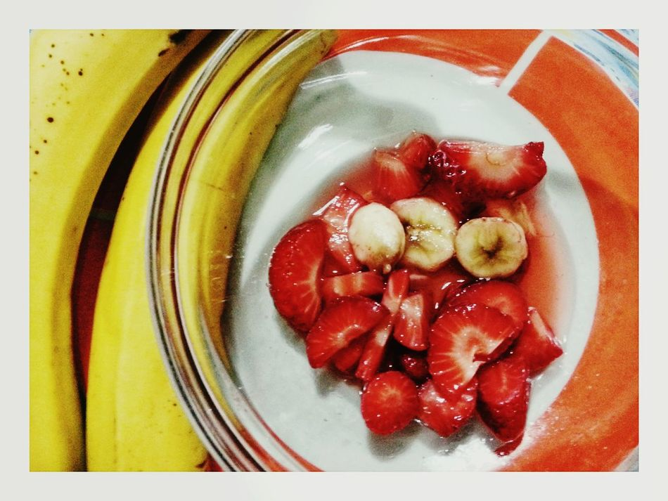Fragole Banane Strawberries Fruit Freshness Healthy Eating Food And Drink Directly Above Food Close-up Dessert No People Indoors  Plate Bowl Sweet Food Ready-to-eat Smartphone Photography Note 2 Frutta