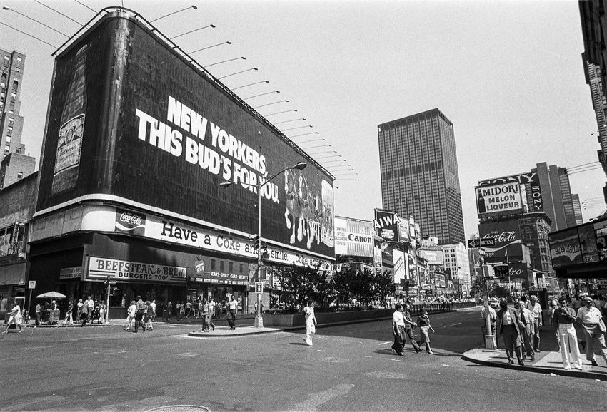 Vintage picture: New York, Time Square, August 1981. Film photography. Nikkormat and 135 Film Kodak Tri-X 5063 Architecture Black & White Black And White Blackandwhite Blackandwhite Photography Blackandwhitephotography Building Exterior City City Life Day Film Film Photography Historical Building Kodak Tri-X 400 Manhattan Monochromatic Monochrome New York New York City Nikkormat Nostalgia USA Vintage Vintage Photo