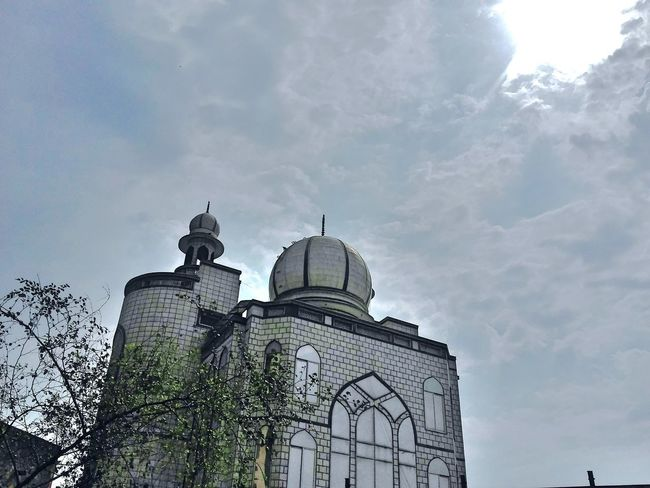 March Showcase March 2016 Mosque Phone Photography Marchphotochallenge March2016 Daylight Cloudy Sky Eye For Photography Randomshot Artistic Picture Showcase March