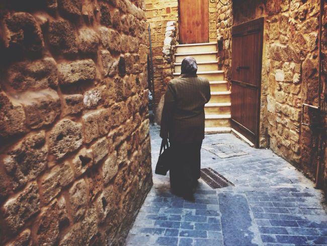 A woman walks through an alleyway in the souk of Sidon/Saïda Traveling Souks Lebanon