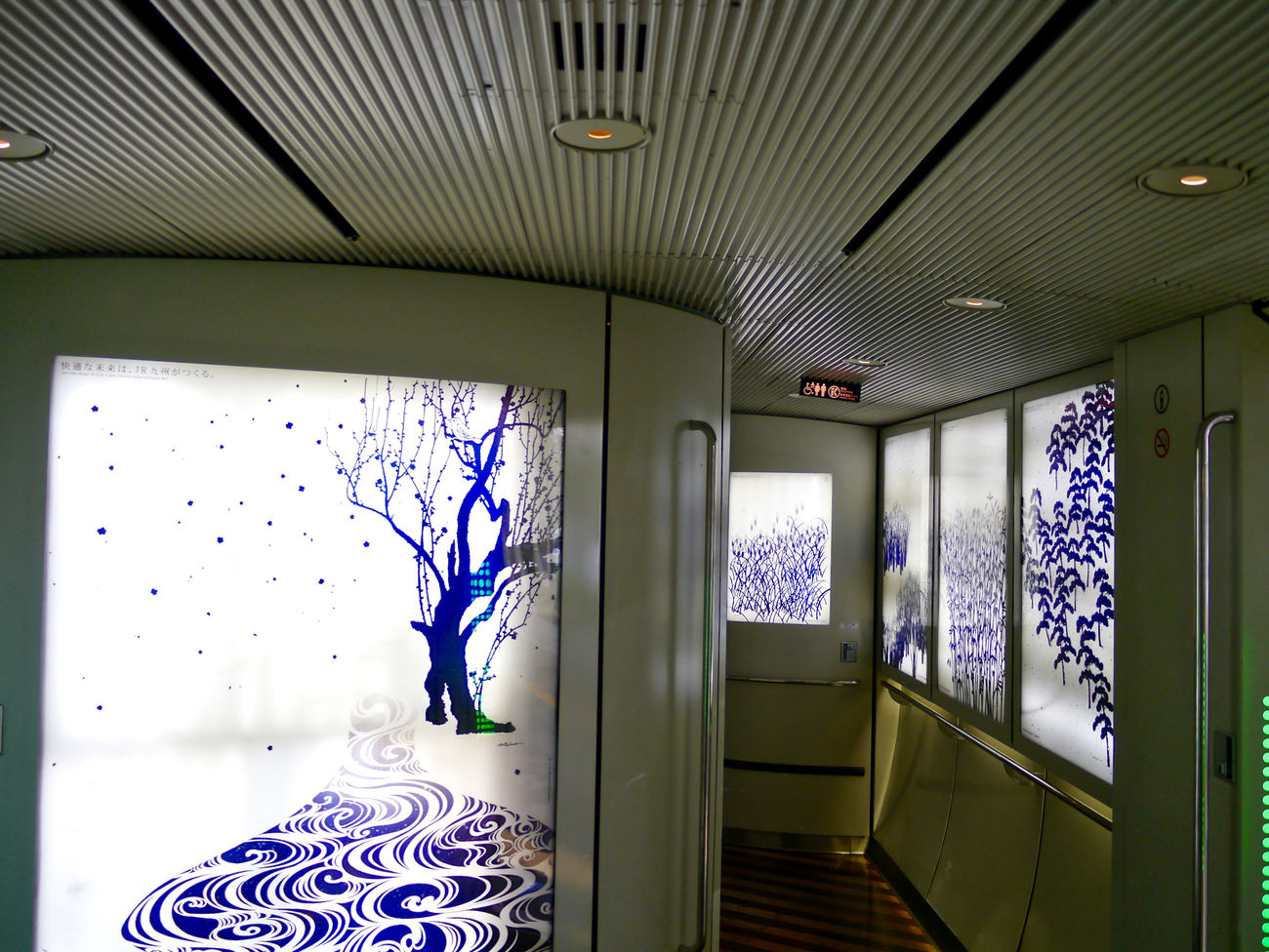 """Sonic 885 express passage / Photos(iMac) edit : An author of a black and white drawing(sumi-e) is """"Mitooka Eiji"""" who designed Kamome/Sonic express, Seven Stars In Kyushu at Kyushu Railway Company. A remake redesign made the """"rimpa"""" style Mitooka arrange. Ceiling Common Space Creative Light And Shadow Illuminated Inside The Train Interior Design Lighting Equipment Limited Express Mitooka Eiji Passage SONIC 885 Sumi-e 墨絵 水戸岡鋭治 琳派"""