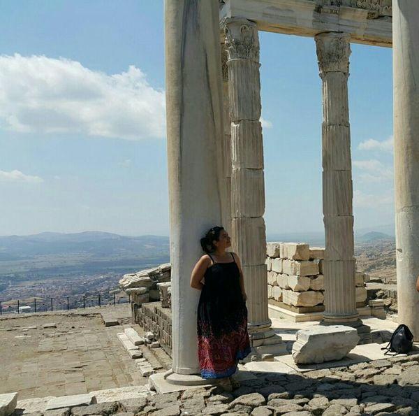Tarihin sayfalarında kaybolmalı, günümüzden uzaklaşmalı... Bergama, Akropolois That's Me Historical Place Travel Lansdcape Ineedamiracleformylostsoul Portrait Landscape_photography Historical Silhouettes