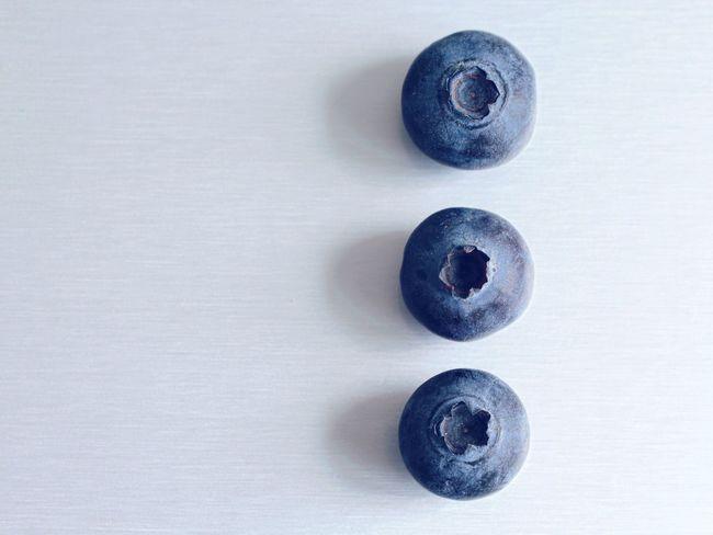 Close-up Studio Shot White Background No People Freshness Day Blueberry Blueberries